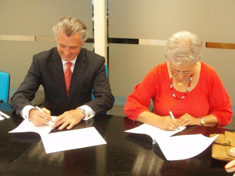 Firman del convenio entre Horizonte y Fundación Barclays