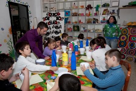Los menores se educan en Valores éticos y de convivencia mediante actividades y talleres