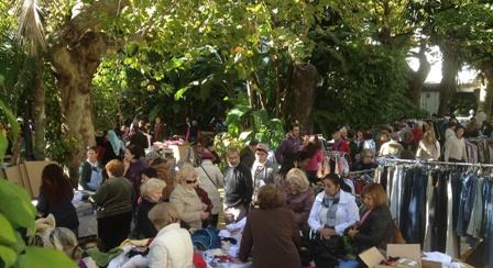 Uno de los seis Rastrillos del año en el Parque de la Alameda: casi 100 Voluntarios participan en ellos