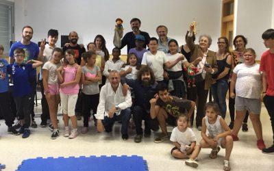 Peneque El Valiente visita a los niños de los CIS de la Asociación Horizonte